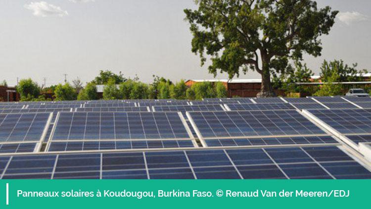 Photo de panneaux solaires à Koudougou au Burkina Faso. © Renaud Van der Meeren/EDJ
