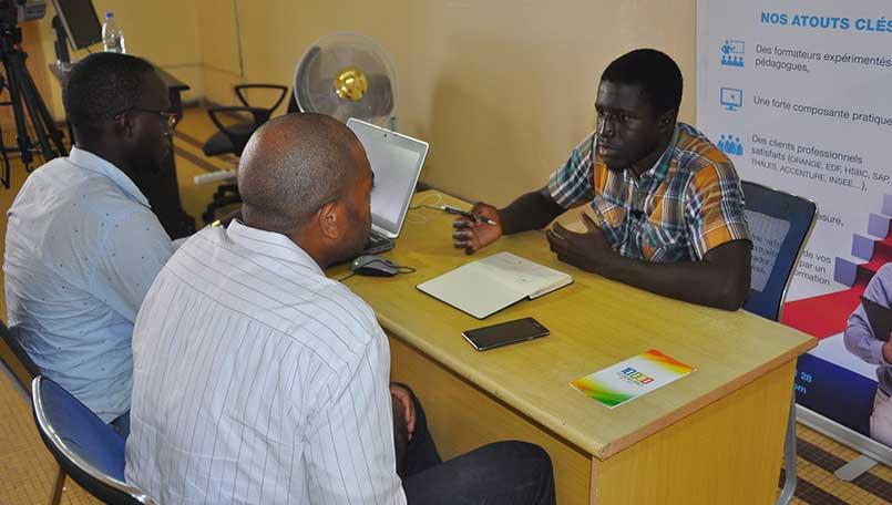 Les entretiens 10000codeurs par Douglas Mbiandou